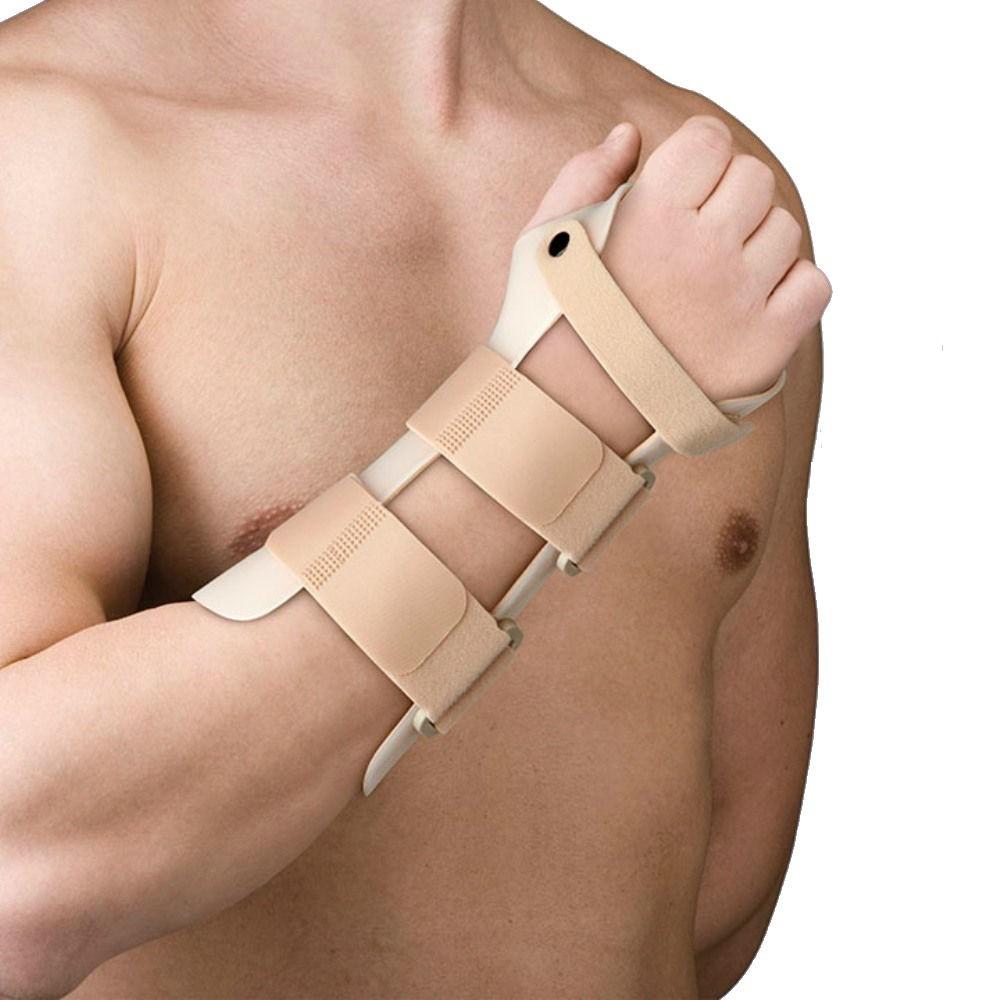 Splint the Hand in Thermoplastic Dorsal Flexion 35 ° - 40 °